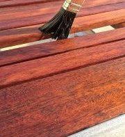 Auftrag von Holzbeschichtung außen