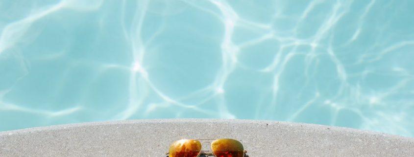 Poolbeschichtung Schwimmbad Sonnenbrille