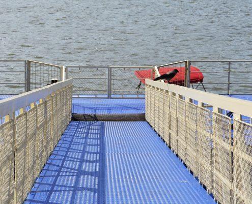 Antirutschbeschichtung für Metall Rampe am Meer