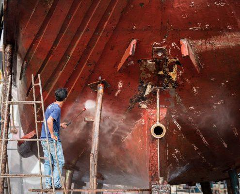 Marine Beschichtung am Dock