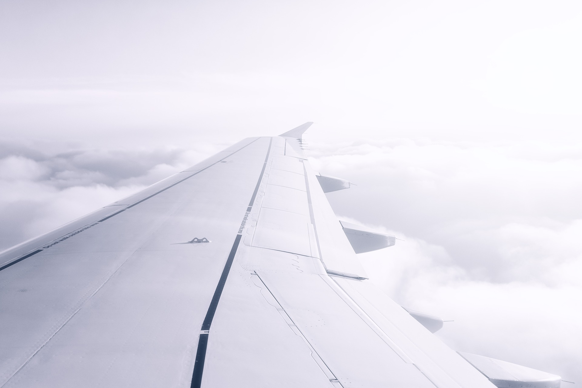 Tragfläche mit speziellem Flugzeuglack